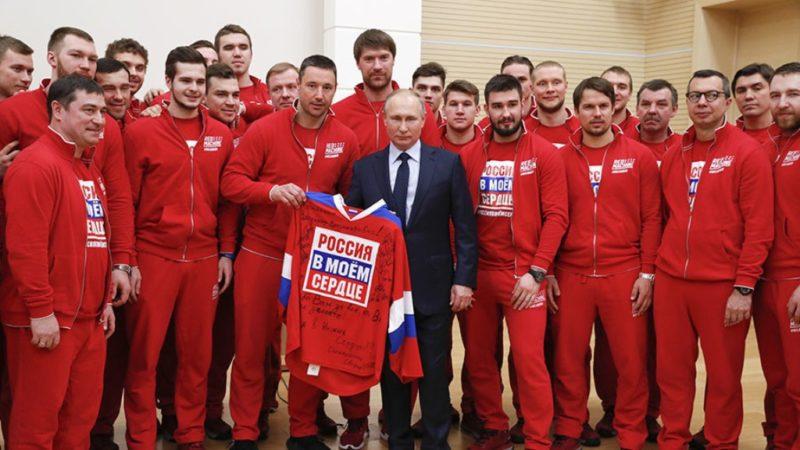 Russia's hockey team meets Presidet Putin